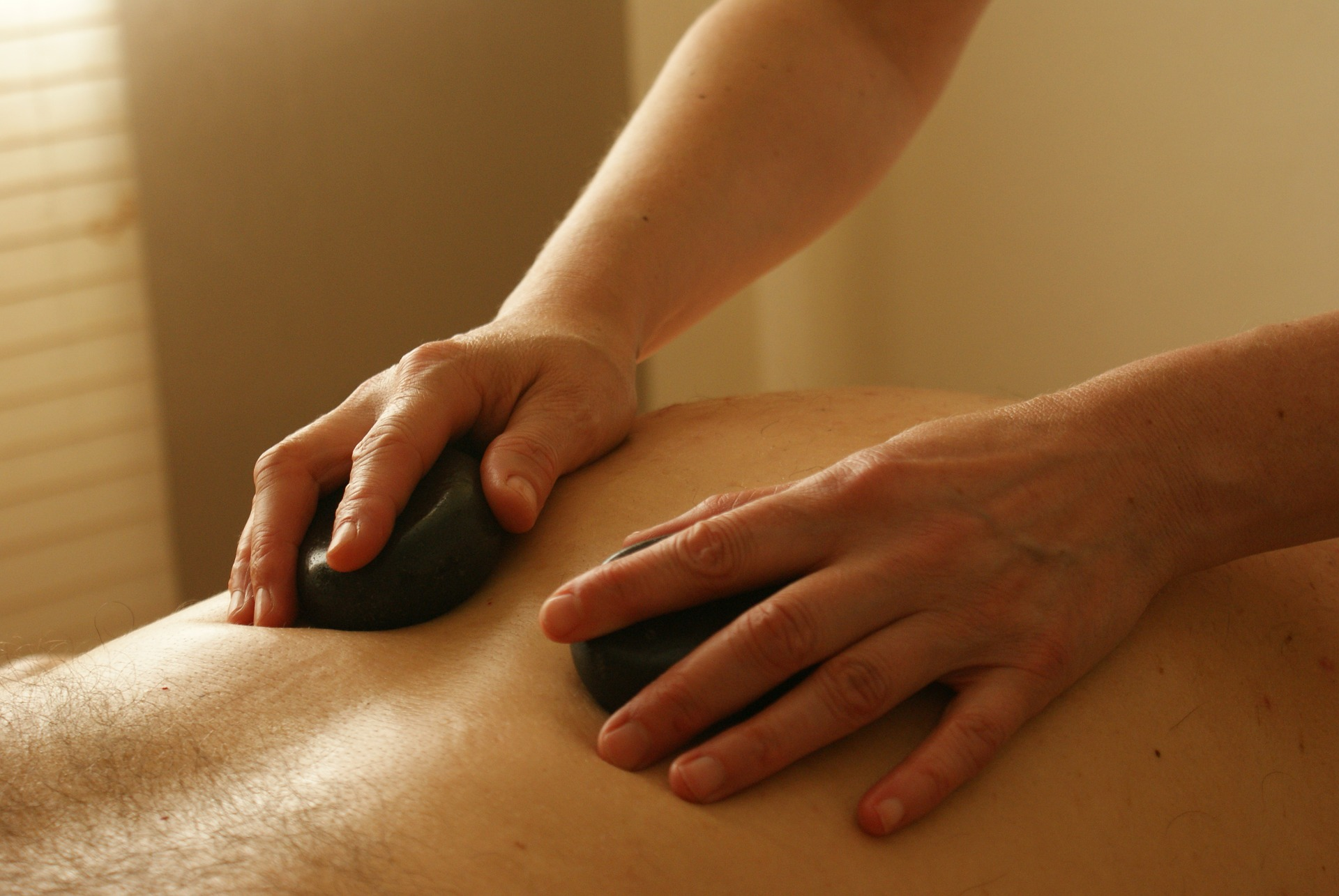 Benefits Of a Hot Stone Massage And Its Impact On Your Health